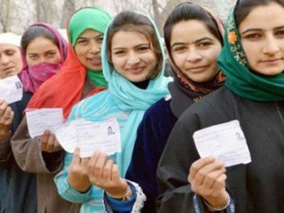 जम्मू-कश्मीर में रिकार्ड नए मतदाता बने ! जिस में महिलाऐ