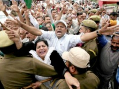 PoJK refugees protest against Govt for scuttling PM package