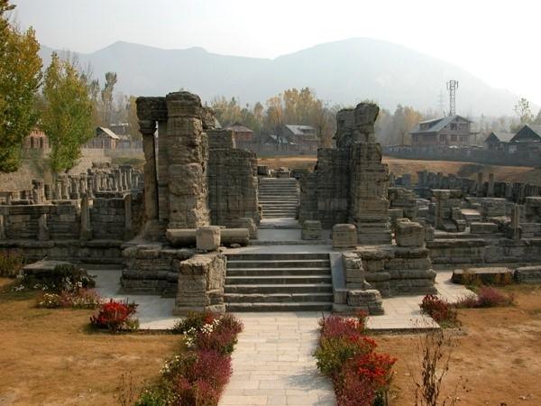 भारतवर्ष के उत्कृष्ट मन्दिरों में से एक है कश्मीर के राजा अवन्तिवर्मन् का अवन्तिस्वामिन् मन्दिर