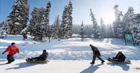 See Pics: Snowfall in Gulmarg & Pehalgam, Heavy Rain in plains of Jammu Kashmir