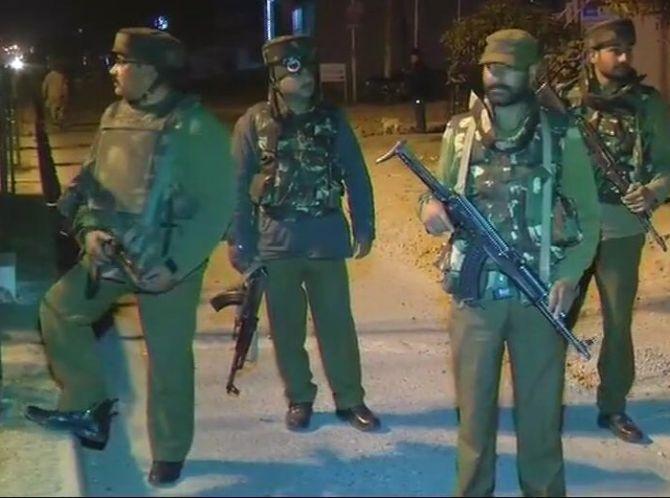 जम्मू में सेना के कैंप पर आतंकी हमला, 2 जवान शहीद