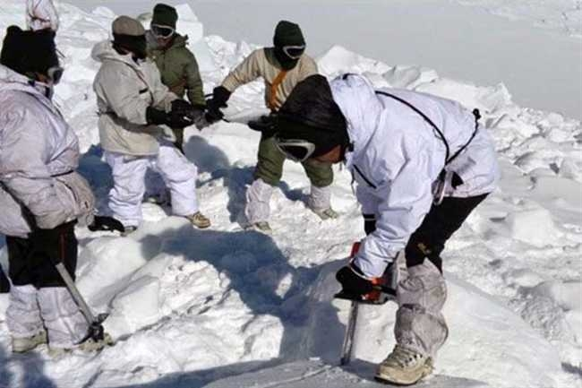 सेना के 3 जवान बर्फीले तूफान की चपेट में आने से शहीद