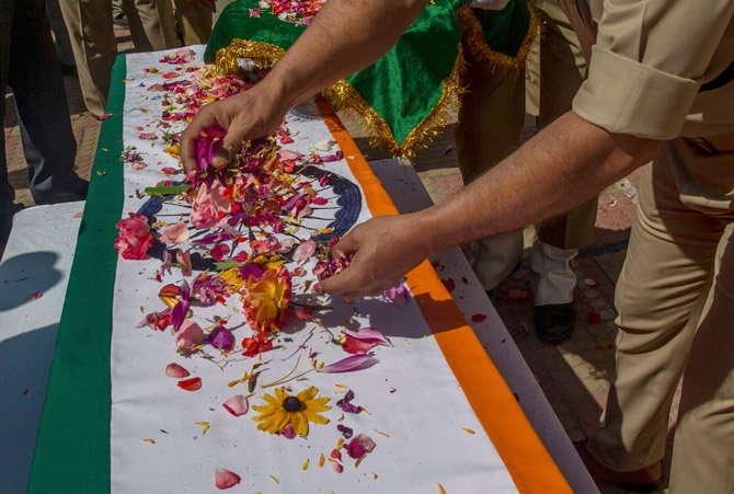 नियंत्रण रेखा पर सेना के चार जवान शहीद