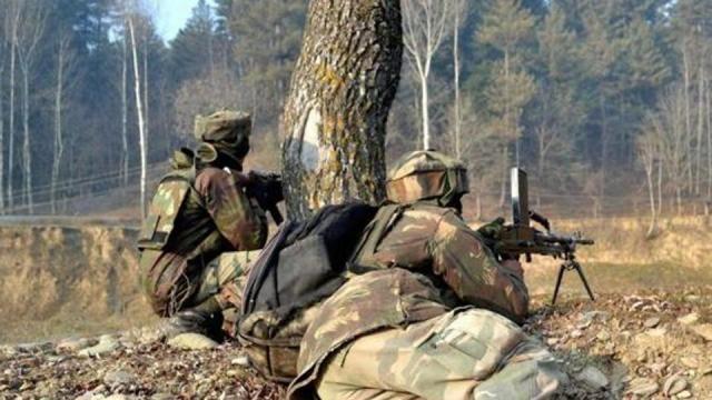 सुरक्षाबलों के साथ मुठभेड़ में चार आत्मघाती आतंकी हमलावर ढेर