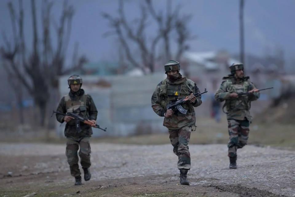 आतंकी सहित तीन OGW को सेना ने मार गिराया
