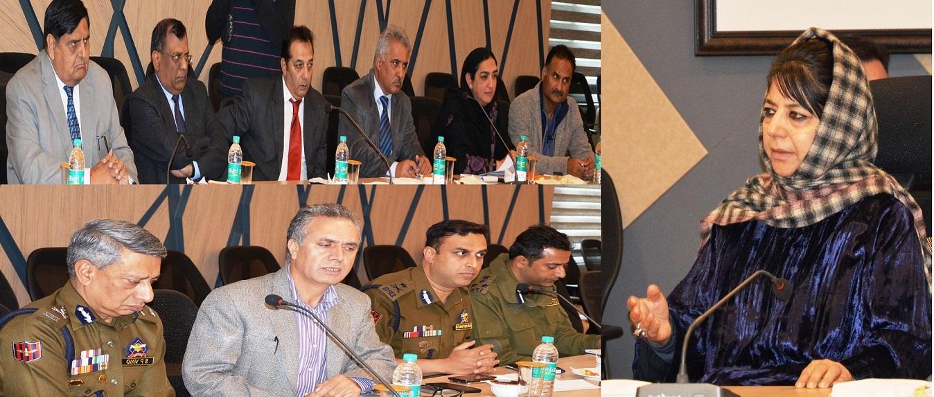 मुख्यमंत्री ने घाटी में सुरक्षा हालातों की समीक्षा