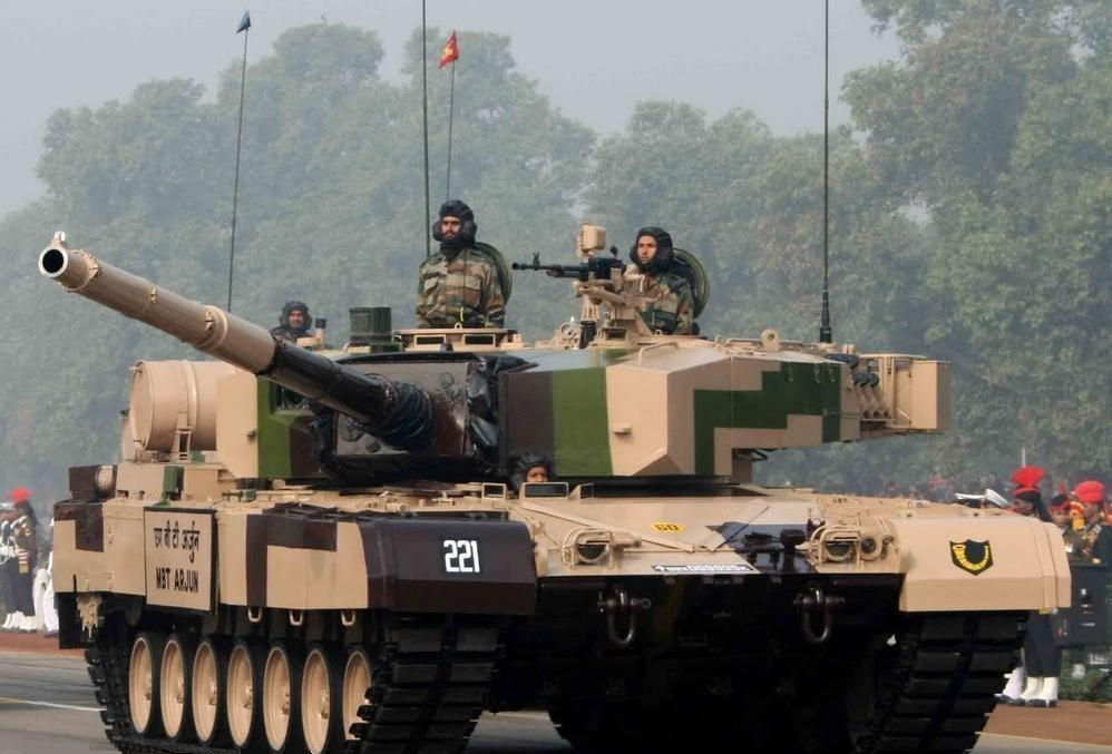देश में बने गोला-बारूद से भारत देगा पाक-चीन को जवाब