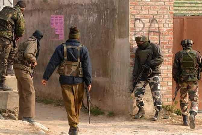 आतंकियों का सईदपोरा पुलिस पोस्ट पर हमला, हथियार छीनने का प्रयास विफल