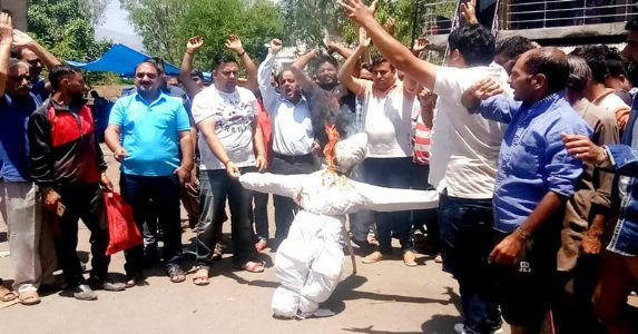 Jammuites protest against discrimination: Forced to pay Rs 200 for a travel distance of 60 kilometer whereas it is free in Kashmir Valley