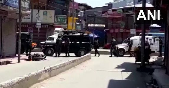 Terrorists attack locals along with security personnel in J&K; Two policemen and two civilians lost lives in Sopore, three injured