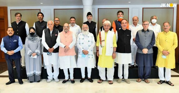 #AllPartyMeeting PM Narendra Modi meets #J&K leaders in Delhi; Have an insight into the major issues discussed in the 3 hr meet