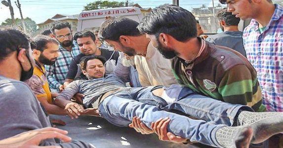 पुलवामा में एनकाउंटर के बाद भारी पत्थरबाज़ी, 7 पत्थरबाज़ मारे गए, 20 घायल