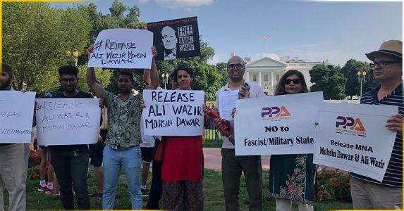 व्हाइट हाउस के सामने पाकिस्तान के खिलाफ पश्तून और गिलगित बल्तिस्तान के प्रवासियों का जोरदार प्रदर्शन, यूएस कांग्रेस सदस्यों ने भी लिखा ट्रंप को पत्र