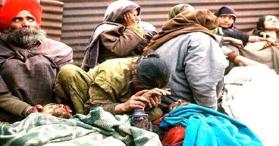 छत्तीसिंहपुरा नरसंहार 2000- जब आतंकियों ने रात को गांव पर हमला कर  35 सिखों का कत्लेआम किया
