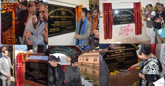 जम्मू-कश्मीर में केंद्रीय मंत्रियों का दौरा जारी, दर्जनों विकास योजनाओं का किया उद्घाटन