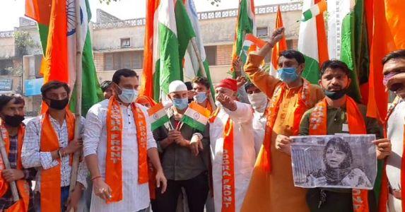 जम्मू में महबूबा मुफ्ती के खिलाफ तिरंगा रैली, प्रदर्शनकारियों ने की उन्हें पाकिस्तान भेजने की मांग