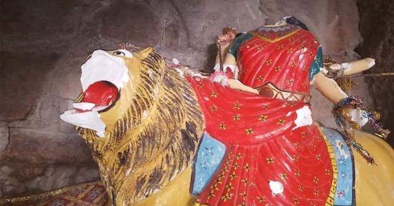 सिंध, पाकिस्तान के दुर्गा मंदिर में तोड़फोड़, इस्लामिक कट्टरपंथियों ने माता की मूर्ति को किया खंडित