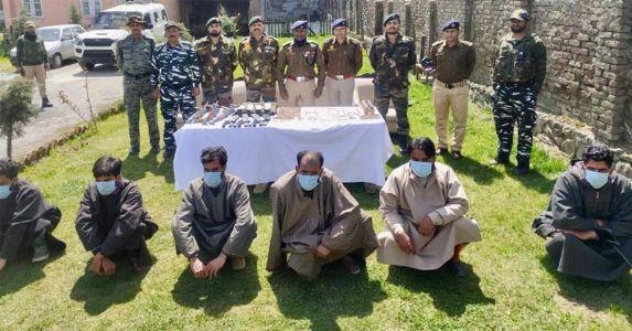 J&K- हंदवाड़ा में सुरक्षाबलों को मिली बड़ी कामयाबी, 4 आतंकियों सहित 3 ओजीडब्ल्यू गिरफ्तार