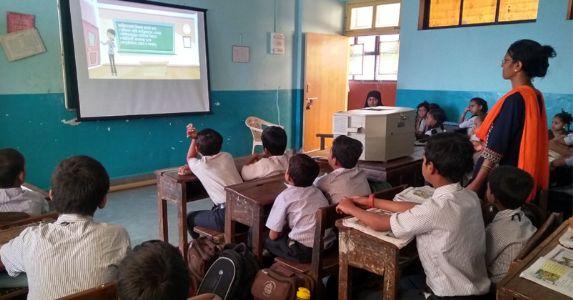 J&K के सरकारी स्कूलों और आंगनबाड़ी केंद्रों में पढ़ने वाले बच्चों को मिलेंगी आधुनिक सुविधाएं